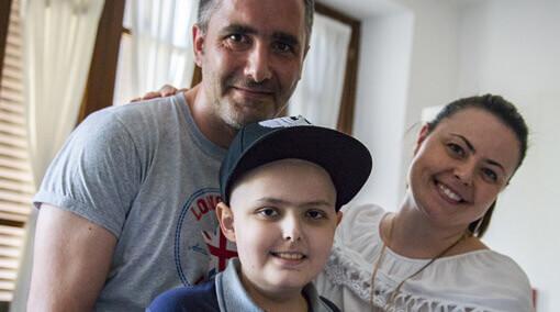Ogni mese doni a un'intera famiglia la possibilità di stare vicina al proprio bimbo e alle cure di cui ha bisogno per tre giorni.