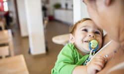 Aiuti una famiglia a restare vicina alle cure di cui il proprio figlio ha bisogno per un giorno.