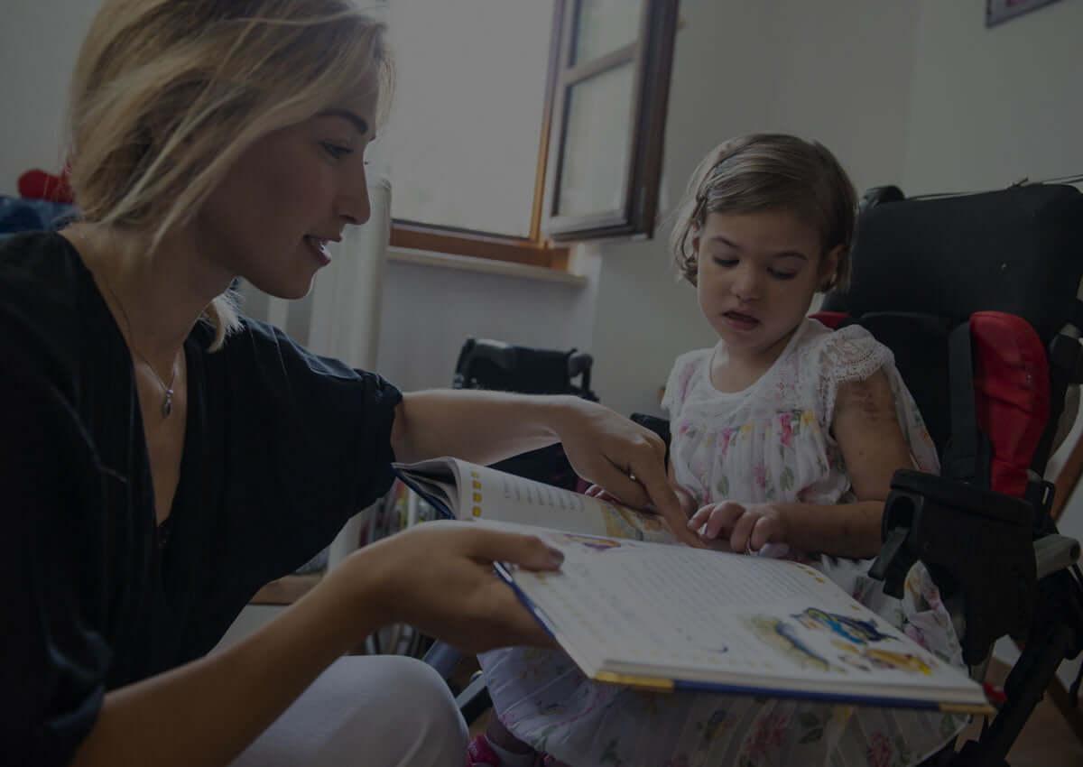 Bambino con maestra